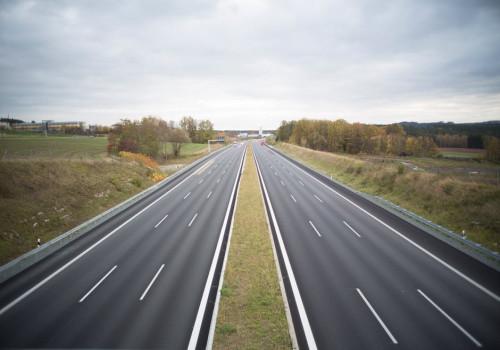 Hoe hard mag je precies op de Nederlandse wegen?